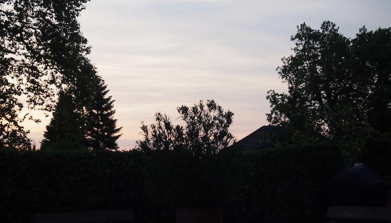 Sonnenuntergang im Schloss Brunnegg beim Sommerfest des MC Lago