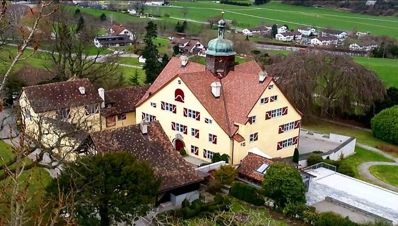 Schloss Greifenstein aus der Volgelperspektive.